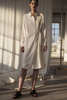 The complete Shaina Mote Spring 2017 Ready-to-Wear fashion show now on Vogue Runway. Fashion 2017, Hijab Fashion, New Fashion, Runway Fashion, Fashion Tips, Fashion Design, Vogue, Dress For Summer, Fashion Show Dresses