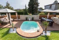 Discover the range of pool sizes that we have to offer you: they vary from to in length. Choose a pool that's customised to suit your desires. Small Swimming Pools, Small Pools, Swimming Pools Backyard, Swimming Pool Designs, Pool Landscaping, Small Backyard Design, Small Backyard Patio, Backyard Patio Designs, Backyard Ideas