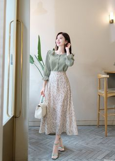 Elegant fashion styles outfits ideas for women 5 Korean Fashion Dress, Korean Dress, Ulzzang Fashion, Muslim Fashion, Modest Fashion, Hijab Fashion, Fashion Dresses, Korean Women Fashion, Long Skirt Fashion