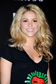 Shakira Photos Photos - Singer Shakira presents the new Mango solidarity…