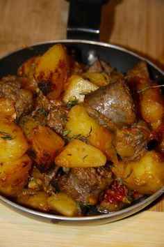 I've been wanting to make Patatas Bravas for ages now. I the idea of spicy cubes of crisp potatoes with a rich tomato sauce. And I absolutely LOVE tapas. And so when I wanted to make it as a side dish last night, I spotted the boerewors in the … South African Dishes, South African Recipes, Ethnic Recipes, Africa Recipes, Sausage Recipes, Meat Recipes, Cooking Recipes, Oven Recipes, Recipies