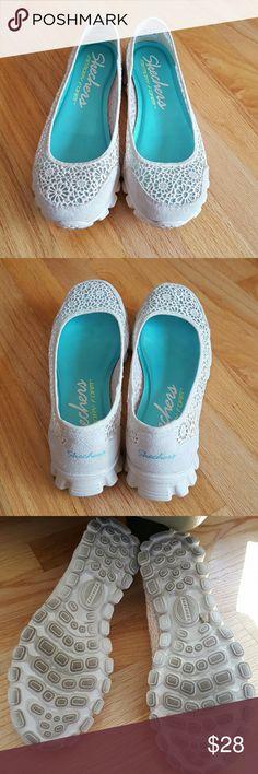 Skechers ballet flats Pretty ballet flats Memory foam Lace design Ivory color Worn a few times Skechers Shoes Flats & Loafers