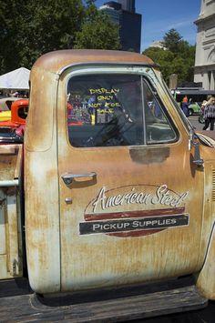 mel2014 197 Truck Lettering, Vintage Lettering, Hand Lettering, General Motors, Door Signage, Old Pickup Trucks, Chevy Trucks, Truck Tailgate, Shop Truck