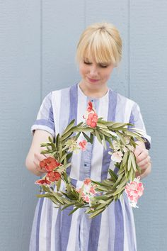 Make a spring wreath from floral wallpaper from Laura Ashley thehousethatlarsbuilt