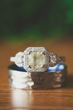 Gorgeous engagement ring!!