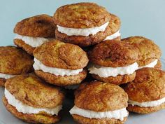 Pumpkin Snickerdoodle Whoopie Pies Pumpkin Snickerdoodle Woopie Pies Perfect fall dessert :) This is definitely for the holidays.then again, maybe anytime! Pumpkin Recipes, Fall Recipes, Cookie Recipes, Dessert Recipes, Pumpkin Foods, Yummy Treats, Sweet Treats, Yummy Food, Delicious Recipes