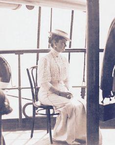 Victorian Photography, Alexandra Feodorovna, Princess Alice, Tsar Nicholas, Imperial Russia, Edwardian Fashion, Descendants, Vintage Photographs, Princesses