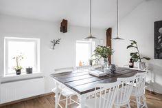 Vindskaraktär även i köket på första plan