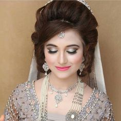 Makeup n hairdo Pakistani Bridal Hairstyles, Pakistani Bridal Makeup, Bridal Mehndi Dresses, Bridal Outfits, Bride Hairstyles, Walima Dress, Balochi Dress, Indian Hairstyles, Bridal Lehenga