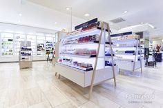 Bespoke Cosmetics Skin Care Exhibition Display  Stand Counter with Illuminated Shelves