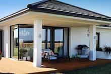 Dom w bodziszkach Modern Bungalow House, Modern House Design, Dream House Plans, Design Case, Farmhouse, Exterior, Patio, Outdoor Decor, Zimbabwe