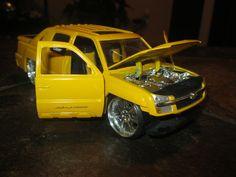JADA DUB CITY 2001 CHEVY AVALANCHE 1:24 YELLOW CHEVROLET JADA TOYS #JadaToys #Chevrolet