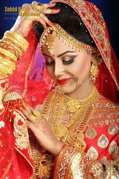 New Wedding Couple Rings Marriage Hair Ideas Indian Bride Poses, Indian Wedding Poses, Indian Bridal Photos, Indian Wedding Couple Photography, Indian Bridal Makeup, Bride Photography, Covet Fashion, India Wedding, Bridal Photoshoot