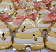 Cookie favors for a Mommy-to-Bee baby shower! 2019 Cookie favors for a Mommy-to-Bee baby shower! The post Cookie favors for a Mommy-to-Bee baby shower! 2019 appeared first on Baby Shower Diy. Baby Shower Gender Reveal, Baby Shower Themes, Shower Ideas, Bee Cookies, Sugar Cookies, Flower Cookies, Heart Cookies, Bee Party Favors, Mommy To Bee