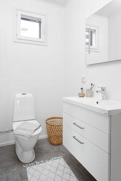 Toilet, Vanity, Bathroom, Dressing Tables, Washroom, Flush Toilet, Powder Room, Vanity Set, Full Bath
