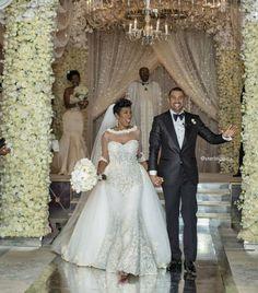 Munaluchi Bride Magazine - Steve & Marjorie Harvey daughter & son-in-law Bridal Gowns, Wedding Gowns, Wedding Venues, 4th Wedding Anniversary, Happy Anniversary, Dream Wedding, Wedding Day, Wedding Tips, Fantasy Wedding