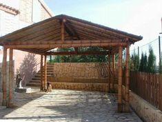Pérgola de bambú 2A 2 Bamboo House Design, Patio Design, Bamboo Roof, Bamboo Building, Tiki Bar Decor, Bamboo Structure, Bamboo Construction, Bamboo Architecture, Bamboo Crafts