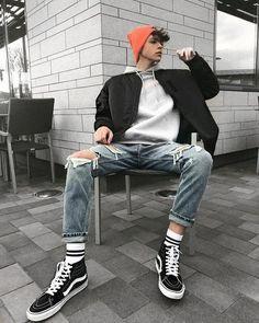 Mens fashion streetwear womens fashion urban style hypebeast outfits ootdfashion ootd streetwearfashion ideas for tattoo ideas male men styles tattoo Mode Masculine, Stylish Mens Outfits, Casual Outfits, Outfits For Men, 90s Outfit Men, Ootd For Men, Outfit Ideas For Guys, Urban Style Outfits Men, Street Style Outfits Men