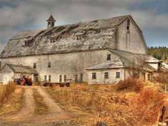 *Oh what an old barn has seen! Old Buildings, Abandoned Buildings, Abandoned Places, Abandoned Castles, Abandoned Mansions, Farm Barn, Old Farm, Barn Pictures, Country Barns