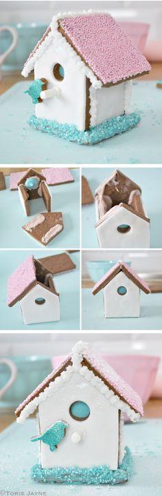 http://thecakebar.tumblr.com/post/69812446475/torie-jaynes-mini-gingerbread-house Torie Jayne's Mini Gingerbread House Tutorial {click link for FULL tutorial}  #christmas