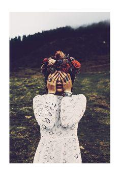 """"""" ETHNIE """""""" Née de la Pluie et de la Terre """" Collaboration// Modele Anh Wisle Make Up Artist Camille Martin Creatrice Florale Soso Pujol-Bachelier poppy Figue"""