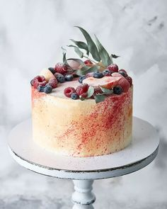 Speaking of birthday cakes, recently popular simple and generous styling cakes. We can use our simple protein sugar to make our own favorite cake. Cake Makers, Biscuits, Cake Art, Let Them Eat Cake, Cupcakes, Amazing Cakes, Panna Cotta, Cake Recipes, Cake Decorating