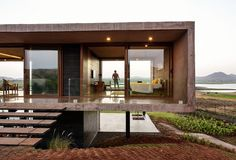Unexpectedly Playful and Open Modern Home: Panorama House by Ajay Sonar, IndiaLocated Nashik, Maharashtra, India, the Panorama house was designed by Ajay Sonar. The Panorama house is set on the backwaters of the Gangapur Dam i. Concrete Architecture, Residential Architecture, Interior Architecture, Futuristic Architecture, Cool House Designs, Modern House Design, Design Exterior, Casas Containers, Modernisme