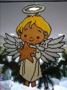Angel de la guarda, con alas y corona fluorescentes y estrella con algunos que…