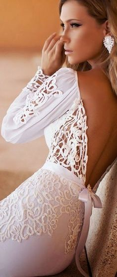 ♥ WHAT a stunning modern gals wedding gown - steer away from traditional to ensure your gown stands out!