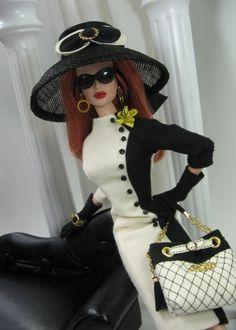 So much glam...Chanel Barbie UFFFFFFFFFFF CHANEL QUE COSAS POR ESO ME ENCANTA BARBIE