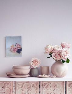 Avec le printemps qui est là - malheureusement sans la chaleur et le soleil ! -, j'ai envie de douceur… Quoi de mieux que ces images d'inspirations réalisées par Peter Fehrentz - dont je vous ai déjà montré l'appartement chic et élégant –, pour le magazine Living at Home. <br /> <br /> <br /> <br /> <br /> <br /> <br /> <br /> Bonne découverte !