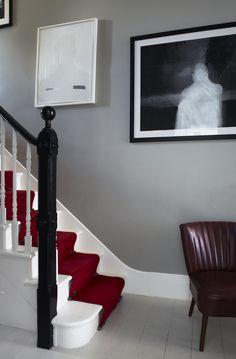 <Walls in Farrow & Ball& Hardwick White Estate Emulsion. Woodwork in Pointin. Walls in Farrow & Ball& Hardwick White Estate Emulsion. Woodwork in Pointing and floor in Cornforth White Floor Paint. Farrow Ball, Hallway Colours, Wall Colors, Paint Colours, Hallway Colour Schemes, Hallway Inspiration, Design Inspiration, Design Ideas, Arquitetura