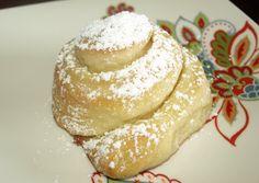 fat bottom: mallorca sweet bread... mmm... mmm... good