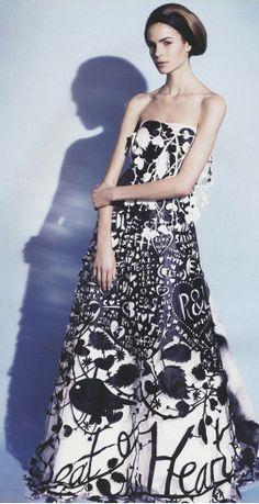 Paper dress!  Robe en papier : absolument magnifique. j'adore l'idée du découpage de plus en plus grand en allant vers le bas, et du noir et blanc.