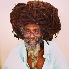 What are some of the beliefs of the Rastafari People? Rasta does not eat meat Rasta does not swear Rasta are pro-life, even for little insects. Reggae Rasta, Rasta Art, Dread Hairstyles, Braided Hairstyles, Cool Hairstyles, Natural Hair Care, Natural Hair Styles, Bob Marley, Free Form Locs