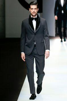 The complete Giorgio Armani Fall 2018 Menswear fashion show now on Vogue Runway.