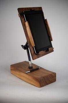 Ipad Floor Stand, Wood Ipad Stand, Diy Phone Stand, Tablet Stand, Diy Crafts To Do, Wood Crafts, Thermocol Craft, Wood Office Desk, New Technology Gadgets