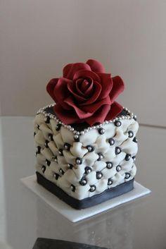 Small wedding cake rose