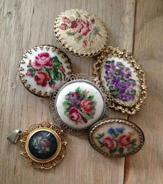 Borduurbroches Elleke verzameling