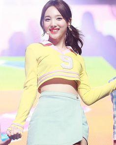twice ♡ nayeon Kpop Girl Groups, Korean Girl Groups, Kpop Girls, Kpop Fashion, Korean Fashion, K Pop Idol, Asian Woman, Asian Girl, Twice Jyp