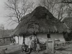Somewhere in Carpathian Ruthenia, 1923 Native American Costumes, Native American History, Native American Indians, A Wrinkle In Time, Old Photography, Victorian Women, History Photos, Art And Architecture, Old Photos