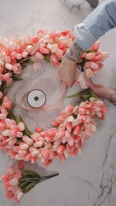 This gorgeous DIY tulip wreath doesn't require any expert skills to make. Check out our easy step-by-step instructions to make your own DIY spring wreath for your front door in just minutes. Display y Diy Spring Wreath, Spring Crafts, Spring Wreaths For Front Door Diy, Spring Home Decor, Wreath Crafts, Diy Wreath, Decor Crafts, Burlap Wreaths, Mesh Wreaths