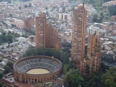 Galería de Guía de arquitectura en Bogotá: 21 lugares que todo arquitecto debe conocer - 6 Latin America, South America, Town And Country, Central America, San Francisco Skyline, Architecture Design, City Photo, Mexico, Earth
