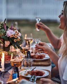 Skåla till tonerna från snapsvisor! Crawfish Party, Summer Christmas, Wine Photography, Birthday Dinners, Fun Drinks, Summertime, Parties, Recipes, Photoshoot Ideas
