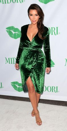 Kim Kardashian shows off her cleavage in a green, velvet wrap dress at the Midori Makeover Parlour at Fred Segal on September 2012 in Santa Monica, CA. Kim Kardashian Blazer, Kim Kardashian Meme, Kim Kardashian Bikini, Kim Kardashian Wedding, Kardashian Style, Kardashian Braids, Kardashian Fashion, Kim Kardashian Vestidos, Evening Gowns