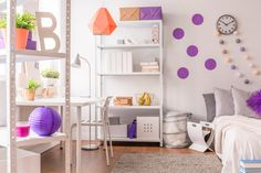Colourful room for teenagers! Great design with purple and orange!