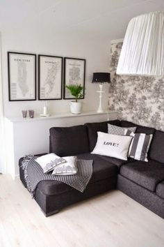 Living room gray · light floor, dark couch, toile wall-paper, frames - like it all Design Living Room, Living Room Grey, Home Living Room, Apartment Living, Black White And Grey Living Room, Black Living Room Furniture, Bedroom Black, Black Furniture, White Rooms
