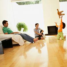 AIRLIFE te comenta. El mantener una buena calidad del aire en el interior de tu hogar es un aspecto a tomar en cuenta para contrarrestar el asma. El tabaco, el humo de la leña, perfumes, aerosoles, productos de limpieza, y los vapores de gas para cocinar incluso las velas aromáticas, pueden desencadenar un ataque de asma.