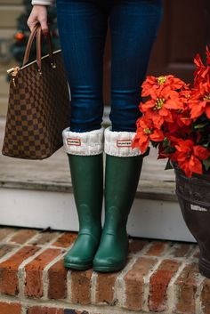 32 Ideas for hunter boats outfit winter jeans cable knit Sock Boots Outfit, Hunter Boots Outfit, Hunter Boots Socks, Shoe Boots, Boot Socks, Green Hunter Boots, Red Hunter, Casual Winter Outfits, Outfit Winter