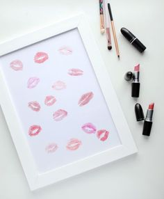 Lip Print framed art – DIY Makeup Wall Art – Cute decoration for a teen girl's… Diy Crafts Makeup, Diy Makeup Decor, Makeup Room Diy, Diy Makeup Vanity, Diy And Crafts, Do It Yourself Fashion, Do It Yourself Home, Beauty Room, Diy Beauty